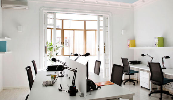 08 sala de coworking azul cielo