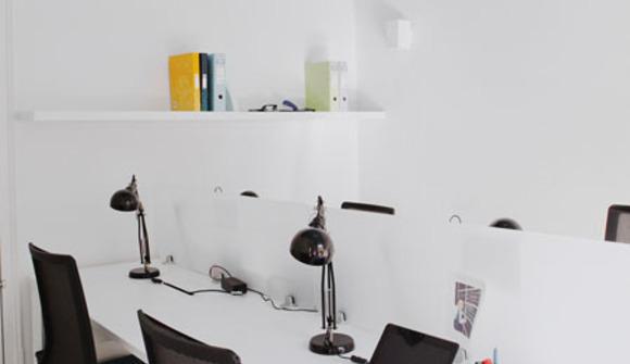 14 sala de coworking azul marino
