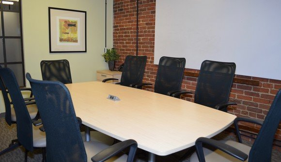 Conference room in downtown denver 4 capacity 8